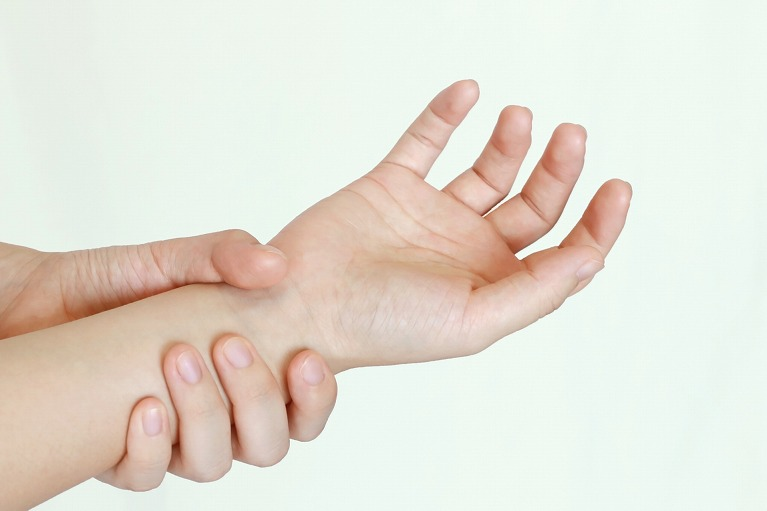 手のしびれ、腕の痛み